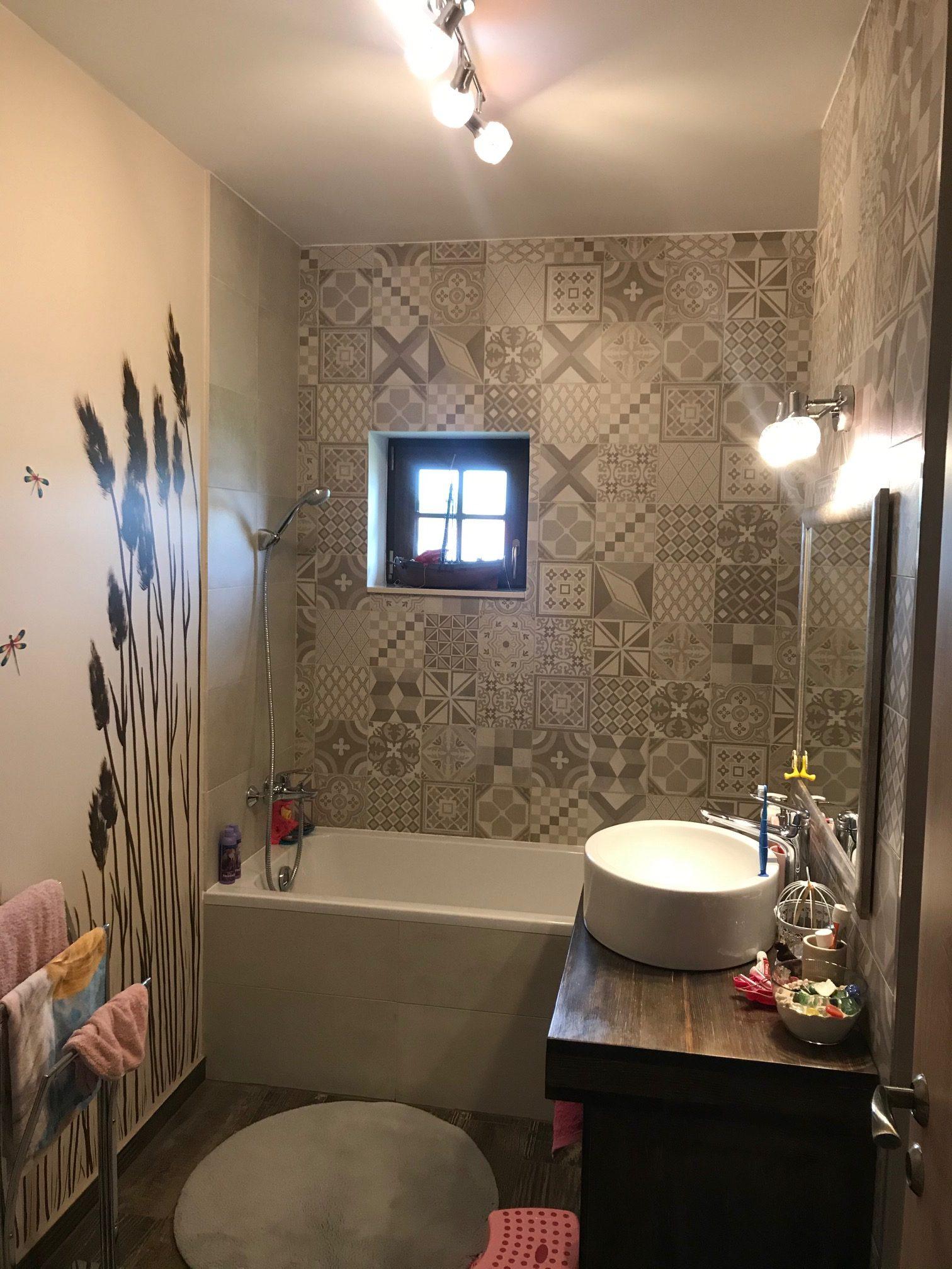 Családi-ház-beltér-emeleti-gyermek-fürdő