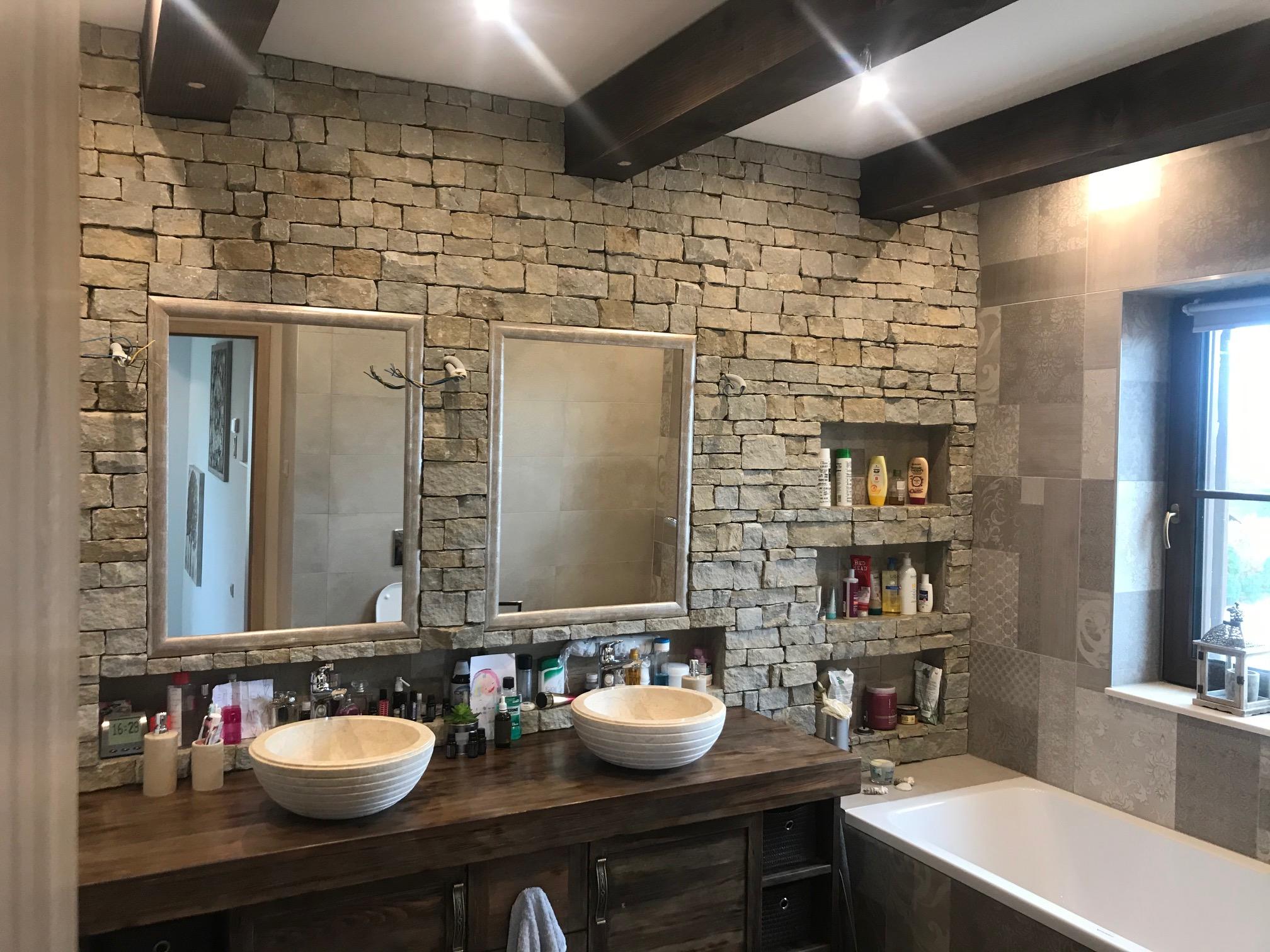Családi-ház-beltér-emeleti-szülői-fürdőszoba