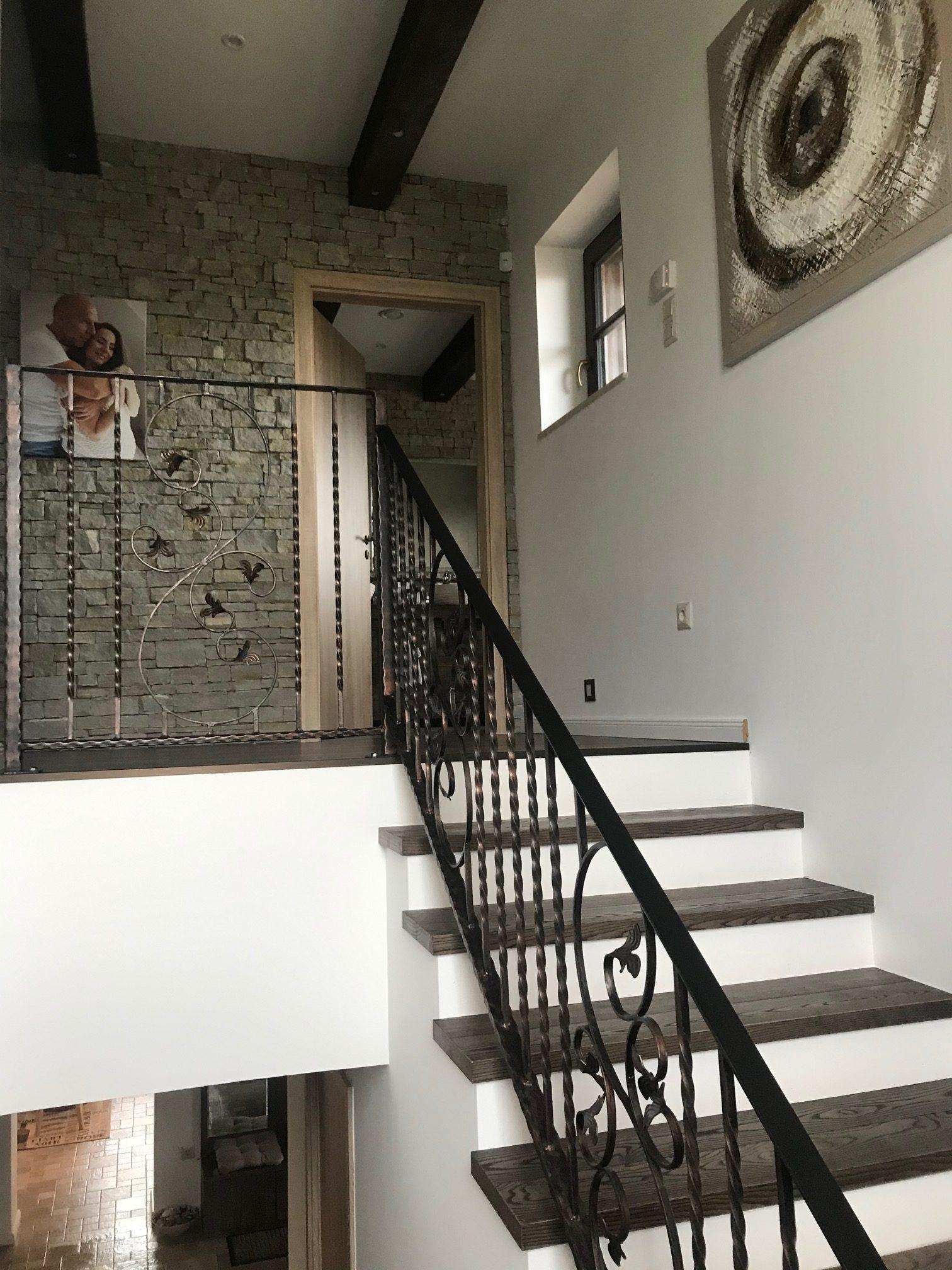Családi-ház-beltér-lépcsőház